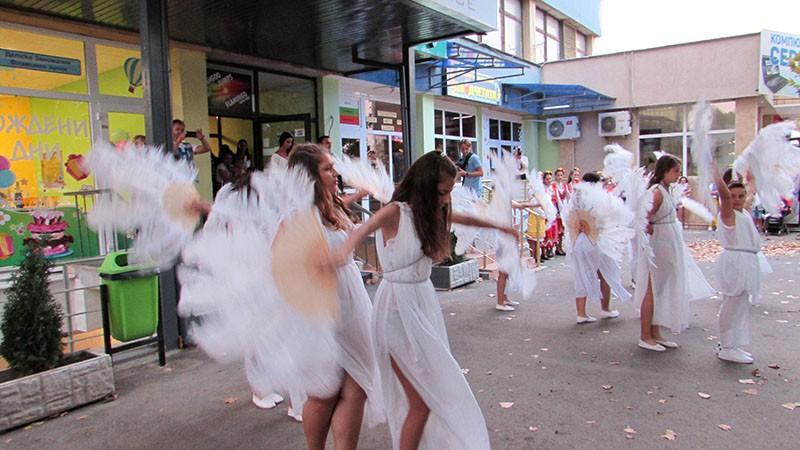 Русенската танцова школа и вариететно изкуство сдружение фламинго откриване 16