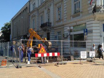 Започнаха изкопни работи за подмяна на водопроводи по 2 улици в центъра на Русе