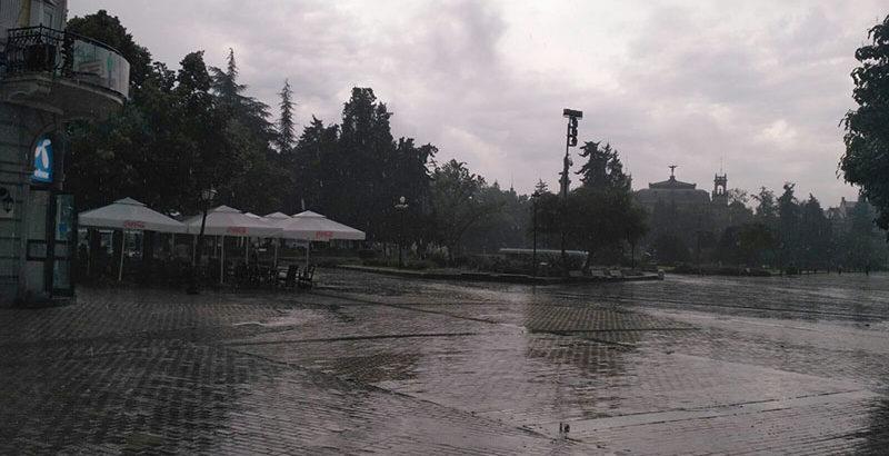 гръмотевична буря дъжд в русе площад