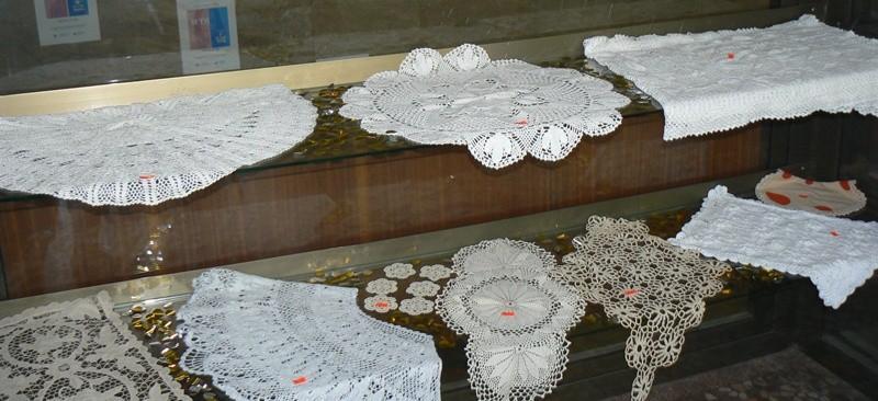 """Изложба """"Сръчните ръце на българката"""" беше открита в Русенската библиотека"""