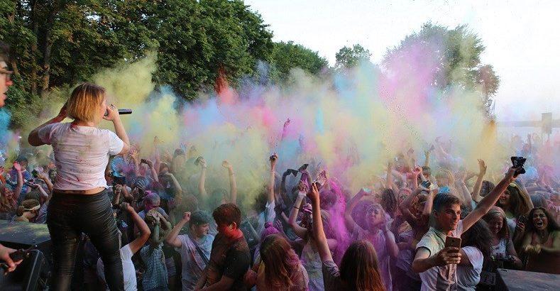 """младежкият фестивал """"Музика и цветове"""""""
