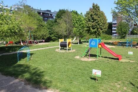 обновените площадки в двора на детската градина