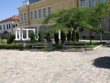 Лапидариумът зад сградата на Историческия музей