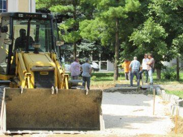 """Зам. - кметът Димитър Наков инспектира строителството около храма """"Всех Святих"""""""