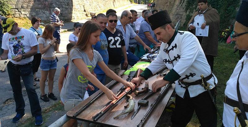 изложба оръжия традиция на кея