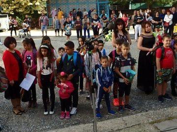 деца ученици първи учебен ден