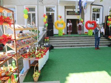 Народните представители от ГЕРБ поздравиха жителите на село Екзарх Йосиф по повод Единадесетия празник на ябълката