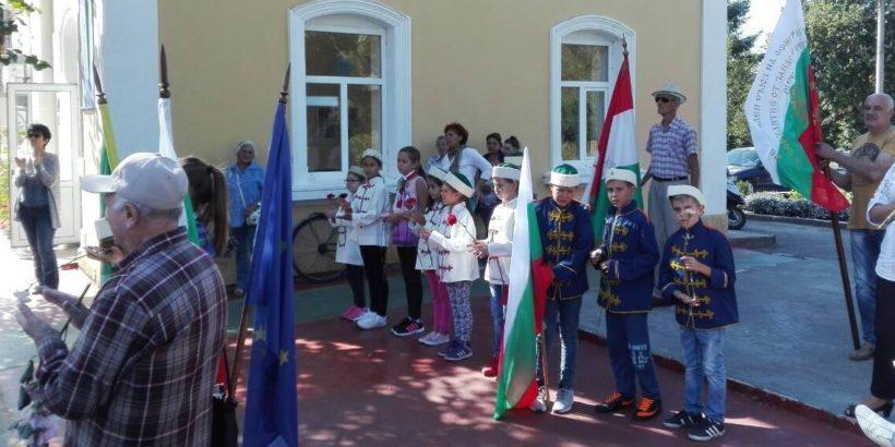 С шествие до ж.п. гарата в Две могили този следобед започнаха честванията по повод Деня на независимостта