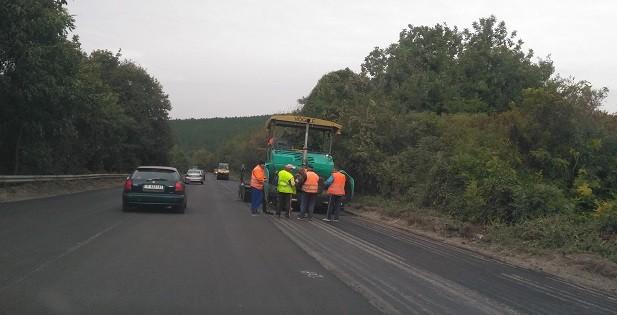 До средата на октомври завършва работата по преасфалтиране на пътя Русе - Бяла