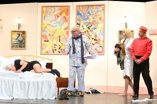 """На 28 септември очаквайте авторският спектакъл на Орлин Дяков """"Легло за трима"""""""
