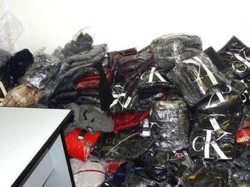 1469 фалшиви облекла и обувки от известни марки задържаха на Дунав мост 1