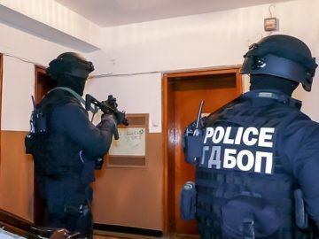 Служители на ГДБОП неутрализираха организирана престъпна група, занимавала се с рекет