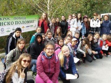 """Ученици от СУПНЕ участваха в крос поход """"Русенско Поломие"""""""