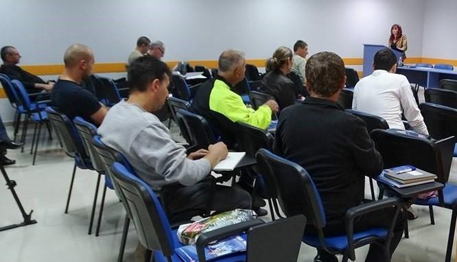 Вчера 10 човека започнаха своето обучение по професия Парамедик, организирано от УМБАЛ - Русе