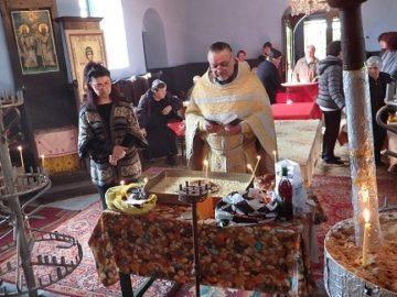 Курбан за здраве и благоденствие дадоха в храма в Новград