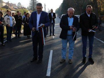 """Народният представител Пламен Нунев откри изцяло обновената улица """"Васил Левски"""" в град Бяла"""
