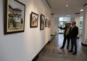 художника Славейко Петров при откриването на изложба