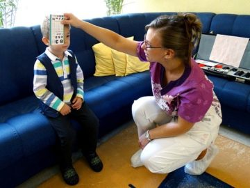 """УМБАЛ """"Медика Русе"""" отбеляза Световния ден на зрението с детски очни прегледи"""