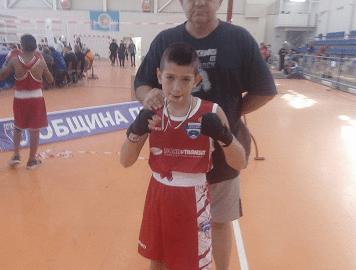 """Боксов клуб """"Дунав"""" с успехи от държавното в Петрич"""