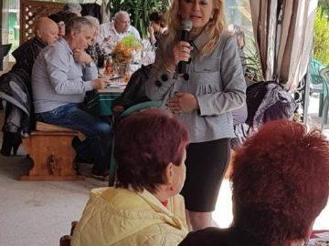 Народният представител Светлана Ангелова поздрави пенсионерите в Червена вода по повод Деня на възрастните хора