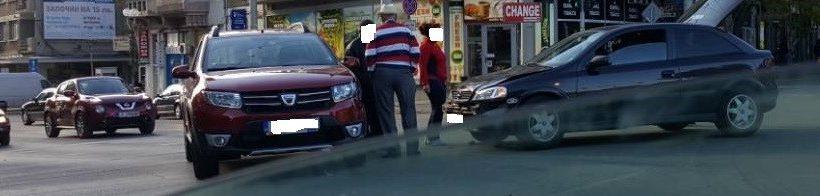 Два автомобила се удариха на кръстовището при Пантеона сега