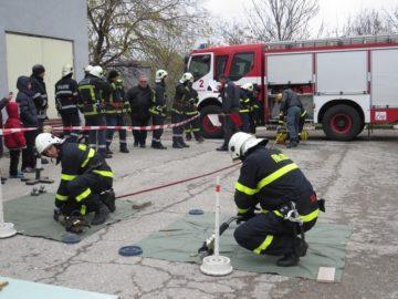 7 отбора пожарникари и спасители мериха сили по време на състезание в Русе днес