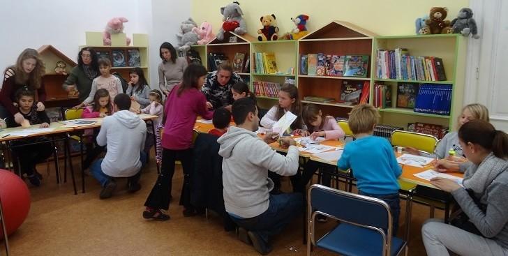"""Забавлението се вихри с пълна сила в детските работилнички на Регионална библиотека """"Любен Каравелов"""" - Русе"""