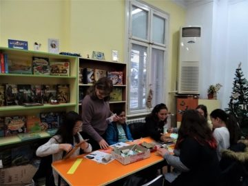 """В Еко ателието на Регионална библиотека """"Любен Каравелов"""" - Русе днес взеха участие ученици от ОУ """"В. Априлов"""""""