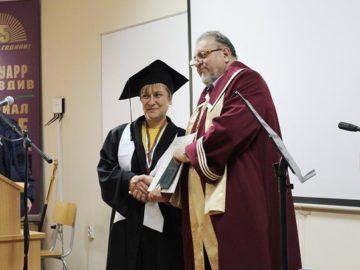 ВУАРР връчи дипломите на абсолвентите си в Русе днес