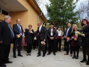 Народните представители от ГЕРБ и министър Бисер Петков откриха обновено читалище в село Пиперково