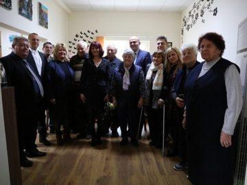 Народните представители от ГЕРБ и министър Бисер Петков посетиха новите дневни центрове за пълнолетни лица с увреждания и за деца в Ценово