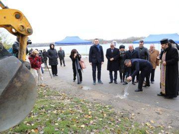 Днес бе поставено началото на пълното обновяване на кея в Русе