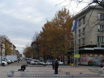 Започна монтажът на новия павилион за Ледения фестивал в Русе