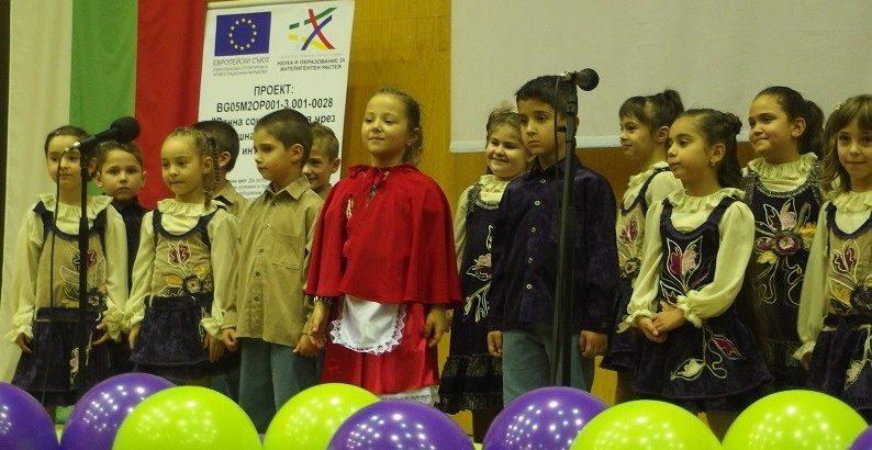 """Фестивал """"Децата на Русе пеят и танцуват"""" се проведе днес в Пленарна зала"""