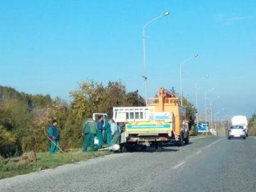 Възстановяват повредените от катастрофи стълбове на изхода на Русе към София
