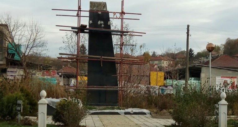 Паметникът на загиналите във войните от Николово вече е почти готов