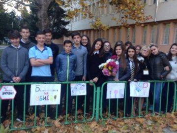 Осмокласници в СУЕЕ отбелязаха Световния ден за възпоменание на жертвите от пътно-транспортни произшествия