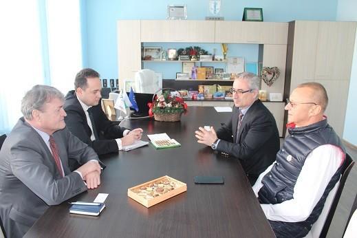 Димитър Наков проведе работна среща с посланик Тодор Чуров