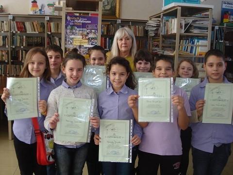"""Ученици от СУПНЕ със сертификати """"Благотворец храбър"""""""