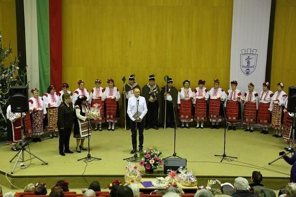 Пламен Нунев приветства участниците в коледно тържество на Българска асоциация на пенсионерите в Русе