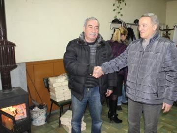 гораинвест дарява брикети на пенсионери