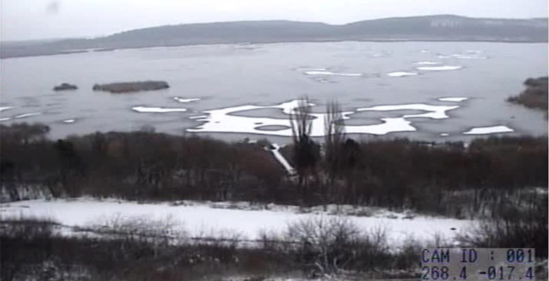 езеро сребърна замръзнало