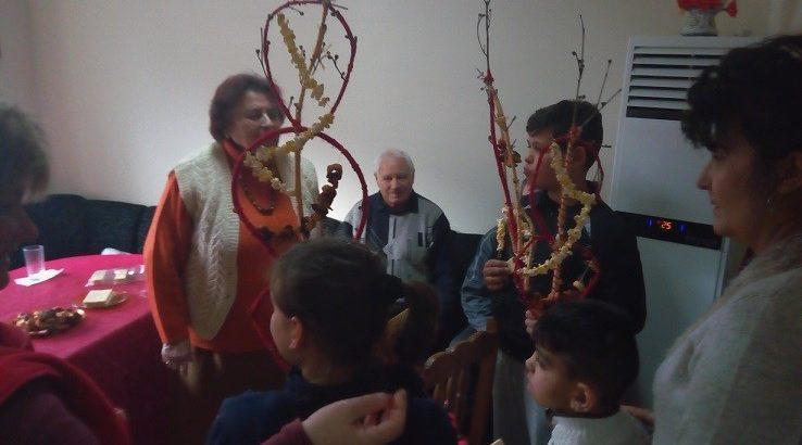 Деца и пенсионери от Ценово пресъздадоха Сурваки