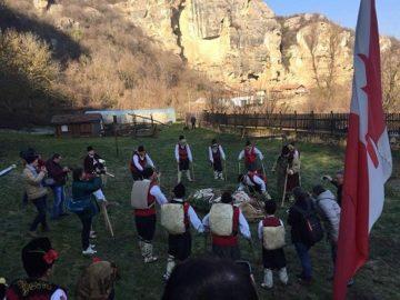 """Тази година ритуалът """"Джамал"""" бе изпълнен в двора на Милковата къща в Кошов"""