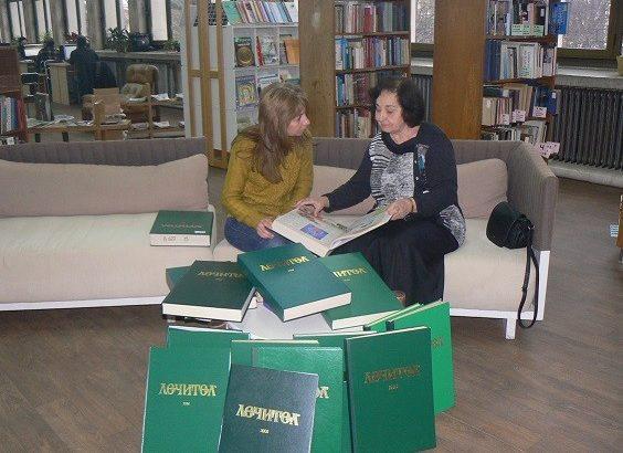 """Пълното течение на вестник """"Лечител"""" получи днес в дар Регионална библиотека """"Любен Каравелов"""" - Русе"""