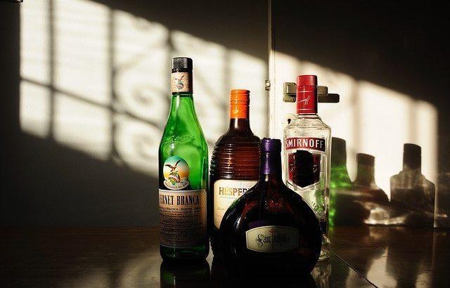 алкохол бутилки