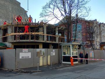 работници строителство нова сграда обект център русе