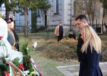 Светлана Ангелова и Андриан Райков почетоха паметта на Юлия Вревская в Бяла