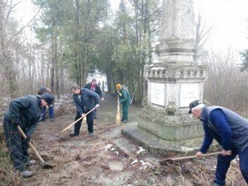 почистване на паметник в Иваново