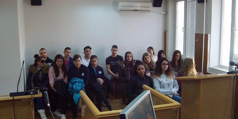 """Ученици от СУ """"Панайот Волов"""" на гости в съда"""